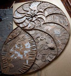 Cardboard relief sculpture of fibonacci spiral Texture! paper art Visual Texture Suitable to aid with GCSE Question like Textures. Something you could try as a drawing? maybe could form a floor plan? Art Lessons, Sculpture Art, Fibonacci Spiral, Recycled Art, Relief Sculpture, Steampunk Patterns, Sculpture, Art, Paper Art