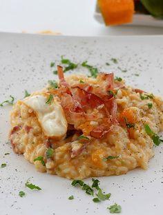 Adoro la zucca, ed ancora di più adoro i risotti!! Questo è uno dei miei preferiti, perchè riunisce in un unico piatto le mie due grandi passioni!! Ingredienti per 4 persone 320 g di riso carnarol…