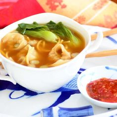 Wonton Soup - A super easy, light and comforting wonton soup that you ...