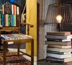 Quoi faire avec de vieux livres, idées recyclage ! Comment recycler ses vieux livres.. Moving To Paris, Diy Recycle, Old Books, Hacks, Repurposed, Bookcase, Projects To Try, Shelves, Chair