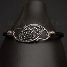 the FIORITURE bracelet