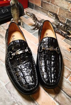 Luxury Handmade Crocodile Boat Shoes BRUCEGAO is part of Dress shoes men - When exotic skin and luxury are what you are seeking in your dress shoes, These crocodile shoes should be high on your list Shoes Heels Pumps, Men's Shoes, Dress Shoes, Nigerian Men Fashion, African Men Fashion, Mens Shoes Boots, Shoe Boots, Best Boat Shoes, Gentleman Shoes
