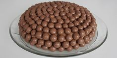 Den færdige og flotte Maltesers kage. Sweet Recipes, Cake Recipes, Malteser, Food Cakes, Let Them Eat Cake, Buffet, Deserts, Food And Drink, Goodies