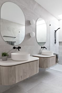 [New] The 10 Best Home Decor (with Pictures) - Modern and minimal. This his and hers vanity inspiration is everything for the modern home lover! Co Design, House Design, Beautiful Interiors, Black Interiors, Bathroom Inspiration, Bathroom Ideas, Bathroom Interior, Decor Interior Design, Home Remodeling