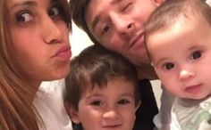 Messi and his girlfriend with their children Lionel Messi, Messi 10, Fc Barcelona Neymar, Barcelona Team, Good Soccer Players, Football Players, Leo, Shakira, Motogp
