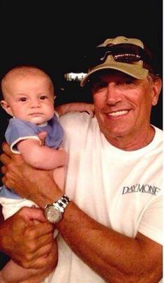 George Strait & his grandson Harvey III ? Country Music Artists, Country Music Stars, Country Singers, Baby George, King George, George Strait Family, Chris Young, Country Men, Miranda Lambert