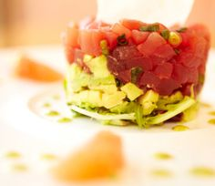 Raw tuna and avocado salad with grapefruit