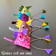 Gaius est un âne: Yakitori Sewing Crafts, Sewing Projects, Projects To Try, Diy Cadeau Maitresse, Felt Crafts, Diy And Crafts, Pattern Weights, Mobiles, Chickens And Roosters