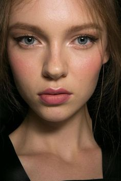 Natural Makeup Beauty at Dolce Gabbana Spring / Summer 2016 - You only need to know some tricks to achieve a perfect image in a short time. Beauty Make-up, Beauty Hacks, Hair Beauty, Blush Beauty, Fashion Beauty, Natural Makeup Looks, Simple Makeup, Natural Glow Makeup, Natural Makeup Brands