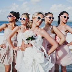 Cheap sunglasses make such fun wedding favors, from beach ceremony to dancefloor!