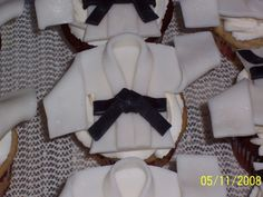 Seriously, how cute are these karate uniform cupcake toppers?