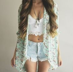cute crop top, light wash high waisted shorts, and gorgeous mint floral kimono❤️
