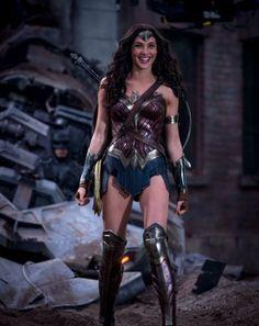 Gal Gadot as Wonder Woman in Batman vs. Superman: Dawn of Justice Batman Vs Superman, Batman Art, Batman Robin, Batman Arkham, Super Heroine, Gal Gadot Wonder Woman, Films Cinema, Wonder Woman Cosplay, Wonder Woman Movie