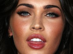 Megan Fox - Bombshell makeup look