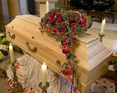 Modern Floral Arrangements, Funeral Flower Arrangements, Funeral Flowers, Grave Decorations, Funeral Planning, Casket Sprays, Sympathy Flowers, Bouquet, Dream Decor