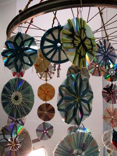 Do you ever ask yourself what you can do with those #cds that are sent to you in the mail? Create a mobile. #DIY