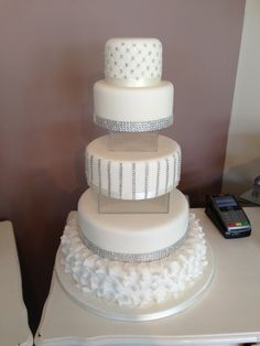 Sweet Hollywood Raise The Bar Once Again In Luxury Wedding Cakes