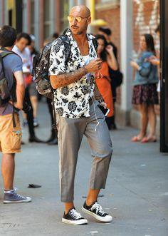 派手なシャツでも、大人に見えるのはなぜ?   ファッションスナップ(メンズ)   LEON.JP