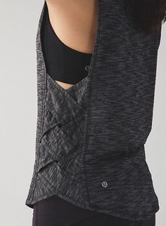 Yoga Clothes : This Pin was discovered by Taylor Marshall. Discover (and save!) your own Pins o Yoga Outfits, Sport Outfits, Workout Attire, Workout Wear, Workout Tops, Tight Jeans Girls, Leggings Fashion, Women's Leggings, Cheap Leggings