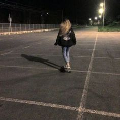 Image about girl in grunge by Sad Eyes on We Heart It - Skate girl - Night Aesthetic, Aesthetic Grunge, Aesthetic Girl, Fotografia Grunge, Tmblr Girl, We Heart It Images, Skater Girl Outfits, Skate Girl, Grunge Photography