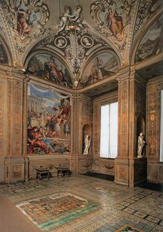 PIETRO DA CORTONA  View of the Sala della Stufa  1637-41  Fresco  Galleria Palatina (Palazzo Pitti), Florence.