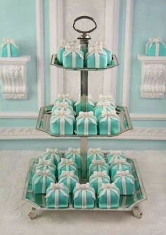 Great wedding cupcake idea!