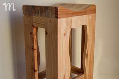 Taburete rústico fabricado en Mideco con madera de palets. Home Decor, Furniture Catalog, Rustic Bar Stools, Beds, Wood, Interiors, Decoration Home, Room Decor, Home Interior Design