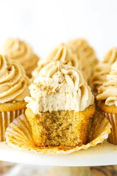 Soft and fluffy Peanut Butter Cupcakes are topped with a creamy homemade peanut butter frosting in this heavenly recipe! It's a peanut butter lover's fantasy dessert. Snickers Peanut Butter, Peanut Butter Cupcakes, Peanut Butter Frosting, Peanut Butter Brownies, Peanut Butter Chips, Creamy Peanut Butter, Butter Cupcake Recipe, Cupcake Recipes, Cupcake Cakes