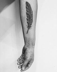 Allow These Dainty Feather Tattoos to Inspire You - -Getting Inked Soon? Allow These Dainty Feather Tattoos to Inspire You - - Do you need an individual design? - 07 Raven Feather Tattoo 99 Elegant Men Tattoo Design Ideas On 2019 Owl Feather Tattoos, Tattoo Plume, Feather Tattoo For Men, Feather Tattoo Meaning, Tattoos 3d, Raven Feather, Feather Tattoo Design, Owl Tattoo Design, 1 Tattoo