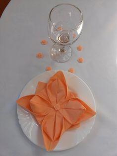 Virág hajtogatás szalvétából Napkins, Tableware, Blog, Decorations, Dinnerware, Dishes, Napkin, Porcelain Ceramics