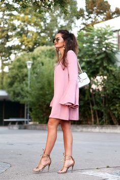 outfit-keepsake-pink-dress-night-out-party-golden-sandals-valentino-glam-lock-bag-light-grey
