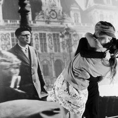 jajajjaa el beso de las más presumidas!! Sara y yo en nuestro photocall de los besos de París. Supera el beso de Robert Doisneau!! Un photocall/photobooth de Presume de Boda para una boda en París. Photocall/Photobooth by Presume de Boda. Fotografía: Presume de Boda