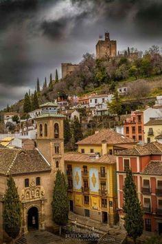 Plaza Nueva in Granada - Andalusia, Spain Granada Andalucia, Andalusia Spain, Wonderful Places, Beautiful Places, Grenade, Amazing Buildings, Spain And Portugal, Roadtrip, Travel Memories