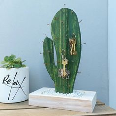 Ya que insistís. Ahí está el que nac - Diy and crafts interests Home Crafts, Diy Home Decor, Diy And Crafts, Cactus Craft, Cactus Decor, Art Diy, Diy Wall Art, Wall Decor, Room Decor