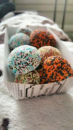 Shop Ideas, Candies, Doughnut, Coffee Shop, Sprinkles, Sweets, Baking, Desserts, Food