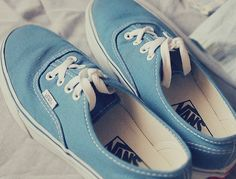 you can walk on the sky with this blue Vans on your feet :)