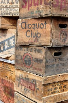 Old Crates - Vintage Wood Crates, Old Crates, Wooden Crates, Wine Crates, Cageots Vintage, Crate Shelves, Fruit Box, Old Boxes, Diy Blog