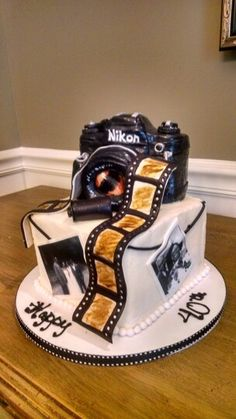 Vintage Camera Birthday Cake for the photography lover with edible images #dessertforkcakes