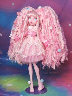Custom Monster High Dolls, Monster High Repaint, Monster Dolls, Custom Dolls, Monster High Clothes, Monster High Art, Pretty Dolls, Beautiful Dolls, Ball Jointed Dolls