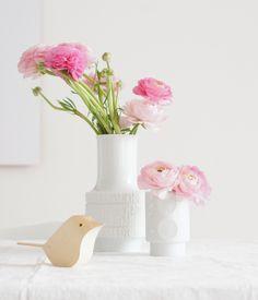 Ranunkeln mit Vogel von Matt Pugh - http://www.azurweiss.de