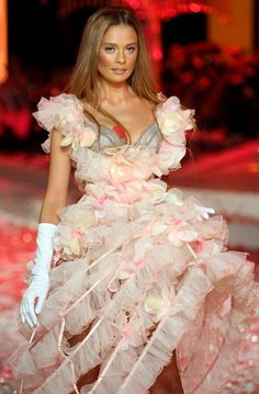 Victoria's Fashion Show, i'm guilty, I love VS fashion shows every year! They're magnificent and any fashion show is amazing to me as well as extremely exciting!