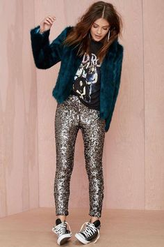 Metallic Sequin High Waisted Skinny Leggings Our metallic high waisted leggings are perfect for any outfit. Available in black, gold, and Mode Outfits, Casual Outfits, Fashion Outfits, Womens Fashion, Rock Chic Outfits, Street Looks, Street Style, Look Fashion, Winter Fashion
