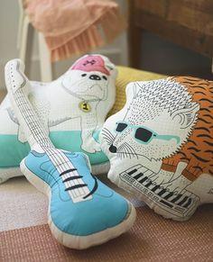 THORINE kussens | #IKEA #IKEAnl  #kinderkamer #aankleding #zacht #kussen #gitaar #bulldog #hond #egel