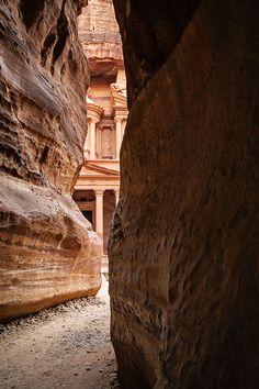 Petra in Jordanien: Der Blick auf das Schatzhaus Antelope Canyon, Petra, Travel Ideas, Places, Nature, Landscapes, Bucket, Traveling With Children, Travel Destinations