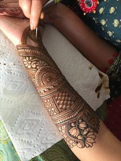 Ideas Tattoo Traditional Design Roses For 2019 Full Mehndi Designs, Indian Mehndi Designs, Mehndi Designs For Girls, Mehndi Design Photos, Wedding Mehndi Designs, Mehndi Designs For Fingers, Henna Tattoo Designs, Tattoo Ideas, Engagement Mehndi Designs