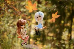 Girls got a crazy idea yesterday: They tried to take a flight on autumn leaves which were flying in the wind :'D Luckily they managed to do it and didn't even hurt themselves! Cute Couple Images, Cute Pictures, Blythe Dolls, Barbie Dolls, Cute Anime Coupes, Cute Baby Dolls, Cute Cartoon Girl, Kawaii Doll, Cute Girl Wallpaper