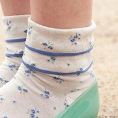small flower ruffled socks