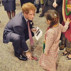 Prince Harry Plays Prince Charming While Meeting Adorable Little Girl in New Zealand! See the Cinderella Pic | E! Online Mobile