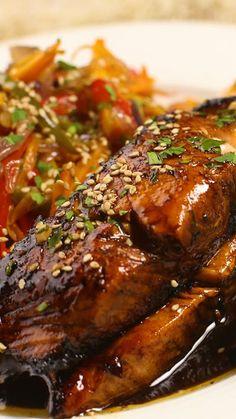 Receta con instrucciones en video: Animate a condimentar como más te guste Ingredientes: 400 gr. de salmón rosado, 1 cdita. de jengibre rallado, 1 taza de azucar morena, 75 cc. de salsa de soya,...