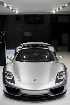 2015 Porsche 918 Spyder viewed at from the NYC International Auto Show (1280×1920)